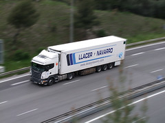 LLacer y Navarro (snap51) Tags: france truck nice fuji lorry camion trucks autoroute scania a8 frigorifique europeantruck effetfil s100fs