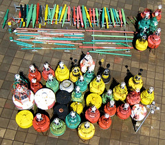Markers & paint bottles (KAPturer) Tags: kite haven holland netherlands terschelling waddenzee island wadden waddeneiland harbour nederland aerial kap wad buoy kiteaerialphotography luchtfoto eiland westterschelling vlieger 040509 buoyant vliegerfoto kapturer willembarentszkade