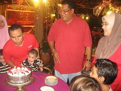 IMG_9478 (WaN RAsHiD) Tags: birthday staff makan ofis