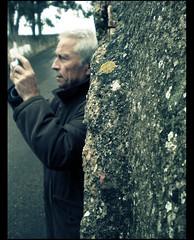 com um motivo (maruan's travel [a bit away.. vEEEry busy]) Tags: portrait retrato pai ourfather forapurpose 6milhõesdejudeus 6millionjews maruansenior porummotivo