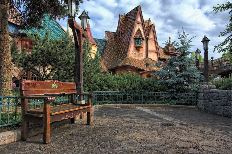 Disneyland Paris - El Cazador de bancos - Bench Hunter part XIV
