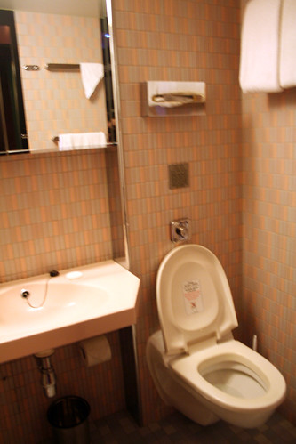 Carnival Elation - Demi-suite - Toilet