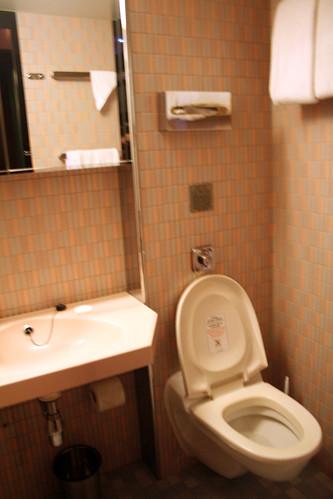 Carnival Elation - Demi-suite - Toilet