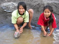 Mapiri Bolivia Girls (Kens Photoworks) Tags: girls cute kids preteen sandfilter preteengirls boliviarivertrip2009