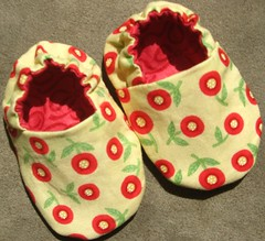 Reversible Baby Shoes, Poppies (weepereas) Tags: red green yellow handmade moda timelesstreasures babyshoes babybooties reversible ohcherryoh