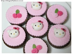 Hello Kitty Cupcakes (Close up) (Dragonfly Doces) Tags: hello pink girl rose cupcakes kitten para kitty rosa gatos pasta americana meninas bolos fondant gumpaste minibolos