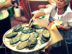 Malinalco (Little Wing.) Tags: food azul mxico mexicana comida mexicanfood alimento local tortilla masa malinalco tradicion cocinera doa trenza comal tortillera tlacoyo mandil lovelyseora doi