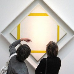 A way of looking (YIP2) Tags: holland art painting watching denhaag gemeentemuseum mondrian thehague museumwatchers xxthcentury