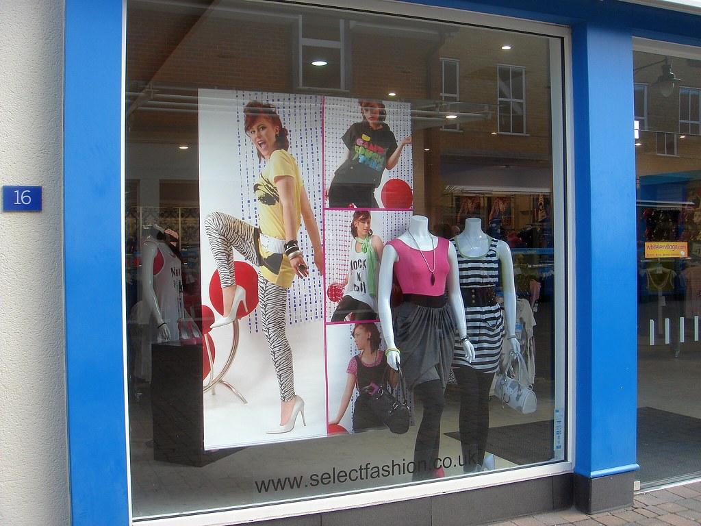 80's fashion, 2009 style - Whiteley Village