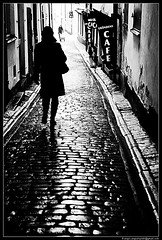 Down the Street (Sergio Sergiampietri) Tags: street bw white black sergio backlight sweden stockholm overexposed gamlastan stoccolma svezia downthestreet blackwhitephotos blackwhiteaward neroamet sergiampietri okaiuz sergiosergiampietri