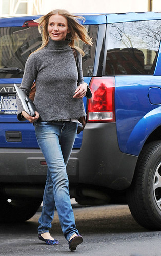 Cameron Diaz with Kindle
