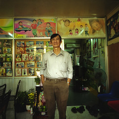 Mister ABC Photo in Saigon (TommyOshima) Tags: 6x6 zeiss 50mm vietnam hasselblad naniwacolorkitn saigon f4 hcmc distagon selfdeveloped 503cx abcphoto 81anduongvuongst
