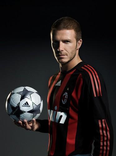 Beckham_Milan_sideballinhandupperbody