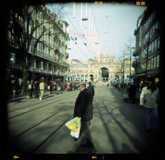 Bahnhofstrasse (Rolf F.) Tags: street camera people 120 film analog canon mediumformat toy photography schweiz switzerland holga mask kodak no zurich n tram scan plastic rails analogue zrich expired 160vc portra without vc canoscan kodakportra160vc bahnhofstrasse 120n removed 160 holga120cfn 8800 cfn 8800f autaut