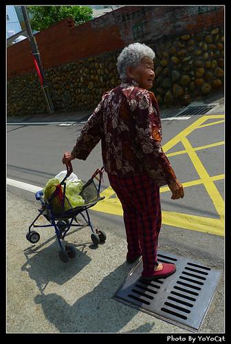 03 老奶奶買菜去.jpg