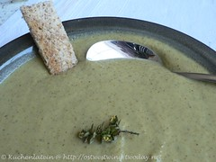 ©Slow-Cooked Broccoli Soup with Garlic and Olive Oil