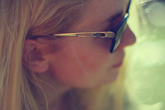 Sanna (KP Wilkman) Tags: sanna wappu vappu vappen puisto portrait picnic bokeh sunglasses blond blonde turku piknik vartiovuorenmäki vartsikka pentaxk20d pentax k20d 50mm 14 f14 light