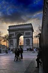 Crop: Arc de Triomphe Sunset (jssutt) Tags: sunset paris france clouds tourists pedestrians arcdetriomphe dri hdr photomatix digitalblending jssutt jeffsuttlemyre