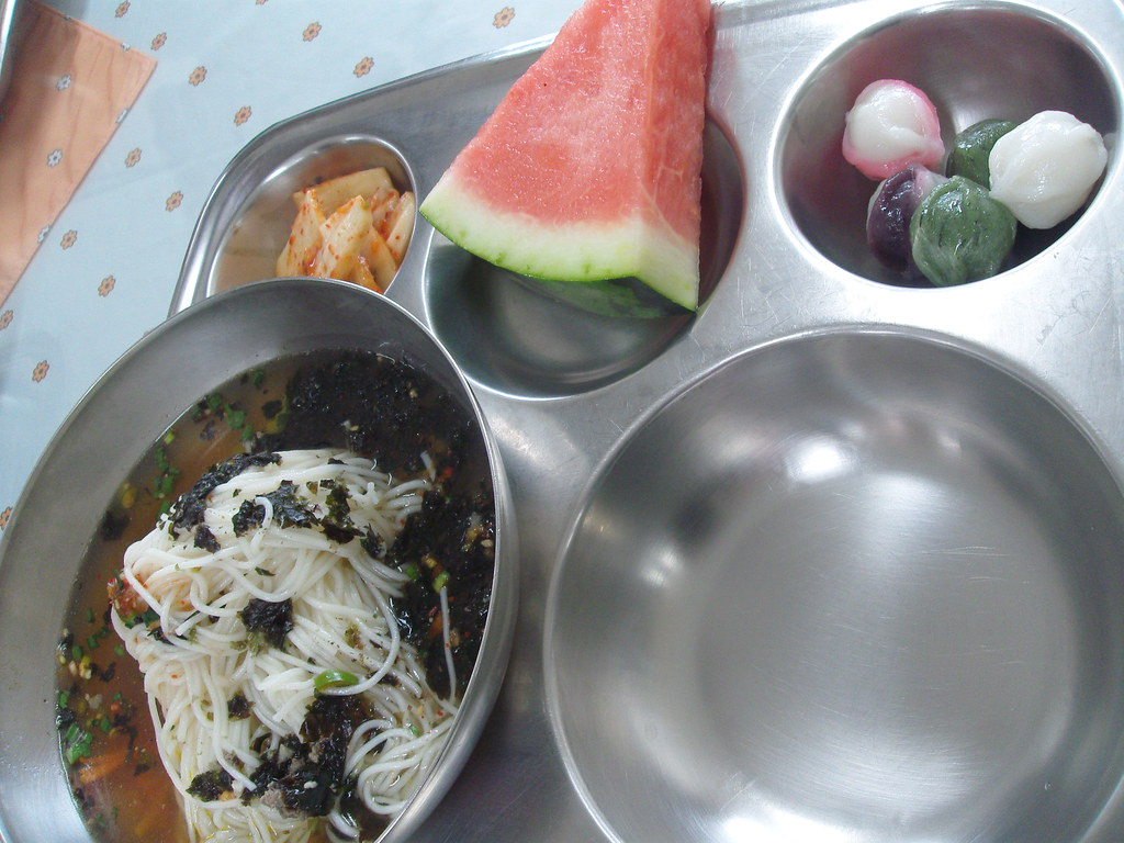 school lunch in Korea - Korean school lunch