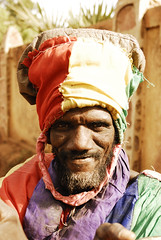 Rasta colors of Malia (Persodan) Tags: world life africa travel boy red people men strange look hat portraits wonderful rouge nikon shot faces great reporter award vert best bleu chapeau fisher eden turban mali ethnic rue sourire sdf rasta barbe bamako afrique bestshot nikkon faim fixfocal exquis couvrechef aplusphoto flickraward nikonflickraward rastafarisme goldenart lessentielestinvisiblepourlesyeux flickraward nikonflickrawardgold platinumpeaceaward mygearandme mygearandmepremium nikkond200200mm objectifsstandard danielpapineau mipiacelatuafoto