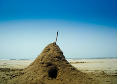 building castle on the sand ([s e l v i n]) Tags: india beach alibaug akshi alibaugh selvin akshibeach
