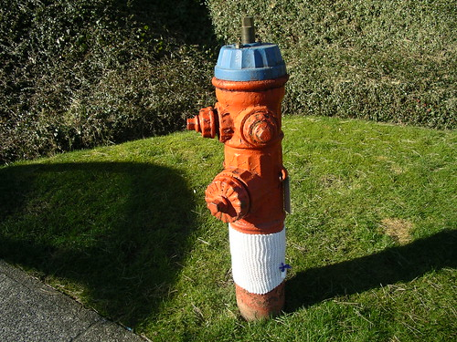 Knit Bomb Hydrant