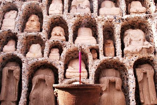 Budas descabezados
