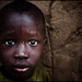zoriah_kenya_refugee_camp_boy_child_rain_wet_20090127_8741 par Zoriah