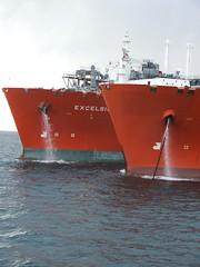 2007_0122hogmanyandtanker0036 (Kellydrever1) Tags: sea water orkney ship lpg scapaflow shiptoship