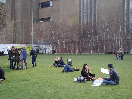 Devant Tate Moderne dimanche-4