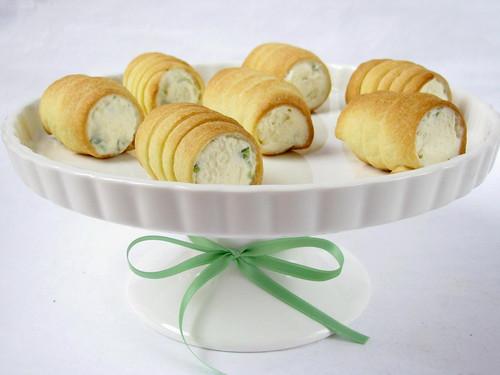 Cannoli con asparagi, robiola ed erba cipollina