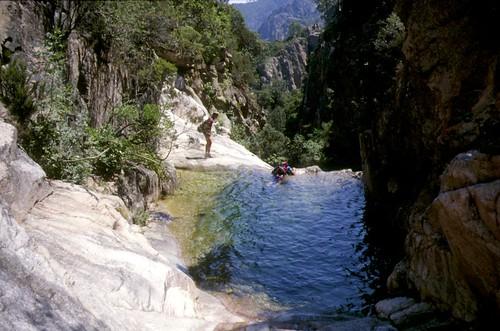 Canyon de Petra Pinzuta (Conca) : la vasque suspendue du départ du rappel