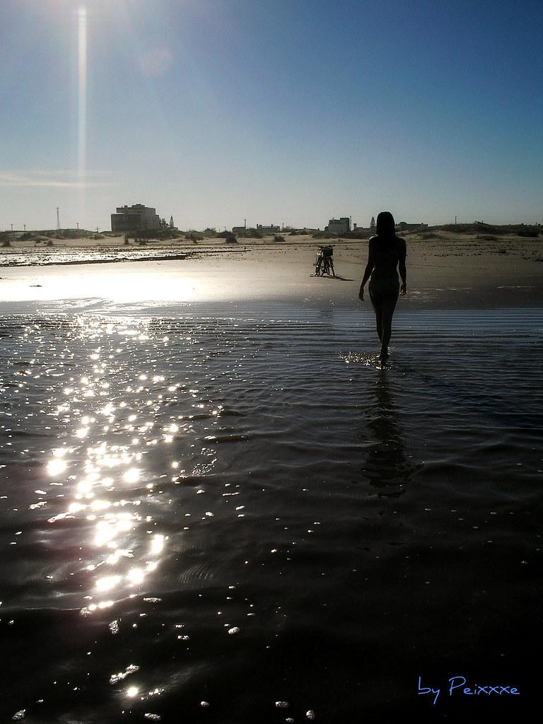024/365 - Garota saindo do Mar