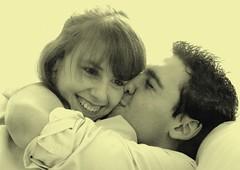 gwen & vincent 4 avril 2009 (petitewebfleur) Tags: intense kiss jeunesse amour sourire baiser frange embrasser