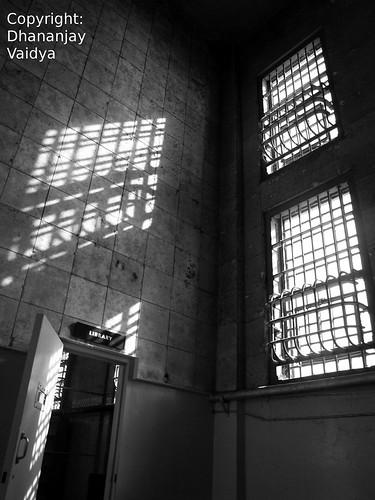 ऍल्कट्रॅझ तुरुंगातील खिडक्या