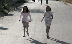 Benvinguda (Alexandra i Cesca) (gus el gamars) Tags: portrait scene escena