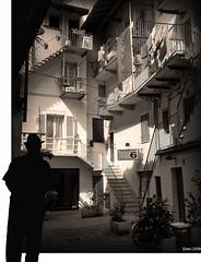 ... L'uomo che guarda ... (gneopompeo) Tags: uomo bianco nero luce cappello cortile abigfave