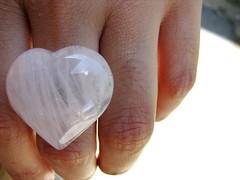 Pop! Goes my heart (le jardin public - CS Photo) Tags: love girl glasses heart amor fingers ring dedos corao garota inlove culos anel
