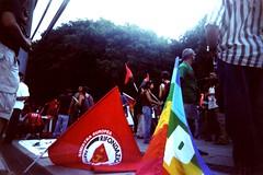 NO PONTE, NO PAPI (biguz_80) Tags: vivitar messina uws bandiere manifestazione rifondazionecomunista noponte kodak200gold vivitarultrawideslim manifestazionenoponte 8agosto2009