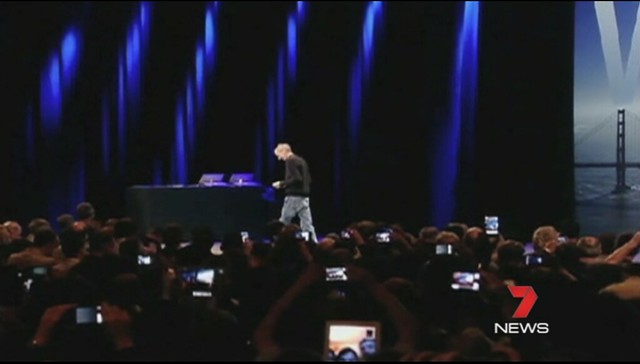 Steve Jobs: I wish you'd all put your iPads and iPhones away for a minute and pay attention