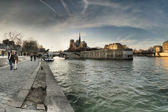 Cathdrale Notre-Dame de Paris - 28-02-2009 - 17h55 (Panoramas) Tags: winter sunset panorama paris france church seine clouds river de point la soleil cathedral hiver perspective coucher iglesia kirche notredame chiesa cathdrale ciel fv10 nuages vanishing crpuscule glise quai eglise hdr couchant ptassembler montebello kathedral tournelle fuite etiennecazin   i500 interestingness293 smartblend  geo:lat=48851042 geo:lon=2352898 tiennecazin