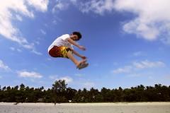 shawty jump.. (Sir Mervs) Tags: beach canon island eos resort pk sir pinoy quezon mauban canonefs1022mmf3545usm jumpshot cagbalete mervs pansacola shawty 40d kodakero pinoykodakero pinoykodakeros kodakeros sirmervs pkebbs