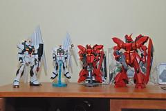 RX-93 Nu Gundam and Sazabi (S.D.) Tags: march nikon mg 2009 gunpla 18200mm sazabi hguc d80 rx93 afsdxvrzoomnikkor18200mmf3556gifed nugundam