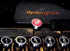 Remington (3 / $4) (Ernesto Lago) Tags: red black typewriter vintage keys photo numbers 2009  remington 12345 schreibmaschine   mquinadeescribir macchinadascrivere remingtonrand machinecrire   mquinaescrever   businessmachine dactilografado ernestolago