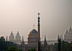Rashtrapati Bhavan, New Delhi (sir_watkyn) Tags: new india architecture interestingness gates flag delhi indian president pillar palace dome classical british soe edwin rashtrapati bhavan landseer supershot lutyen abigfave platinumphoto anawesomeshot impressedbeauty theunforgettablepictures goldstaraward sirwatkyn