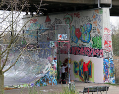 Graffiti (Jan Ronald Crans) Tags: 2 men art amsterdam graffiti paint kunst artists vandalism zeeburg verf mannen zeeburgerdijk vandalisme spuitbus kunstenaars