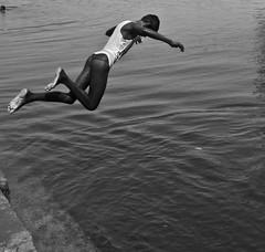 Scene katteran doi (adapaavi) Tags: boys swimming tamilnadu kulam kancheepuram pasanga iyengarkulam