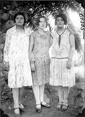 Three Argentine women in dresses (The Field Museum Library) Tags: expedition southamerica argentina fossil paleontology geology collecting marshallfield necochea fossilcollecting elmerriggs paleontologicalexpedition robertthorne rudolfstahlecker felipemendez commons:event=commonground2009