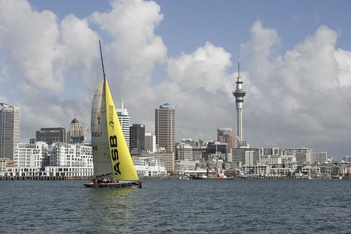 Yacht sailing in Auckland Harbour por Diamonddavej.