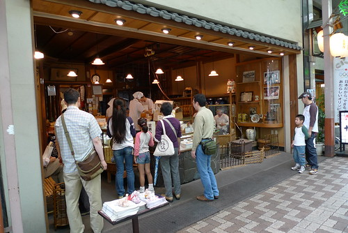 senbei's shoppers in Asakusa